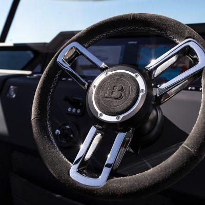 Axopar-37-MY21-BLTP-steering-wheel__ScaleWidthWzk2MF0